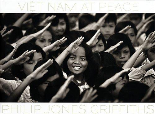 Philip Jones Griffiths: Vietnam At Peace by John Pilger (2005-04-15)
