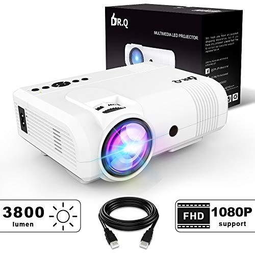 Proiettore DR.Q, Mini Proiettore L8 3800 Lumen, Videoproiettore Supporta 1080P HD, Incremento 90% Uscita Luce Colore & Vita Lampada, Supporta i Dispositivi HDMI VGA AV USB TF, Bianco.