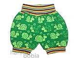 kurze Pumphose, Babyhose in Größe 68 aus Jersey mit Schnecken auf grün mit bunt geringelten Bündchen, 95% Baumwolle, 5% Elasthan