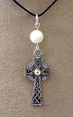 pendentif croix celtique,nacre, métal argenté