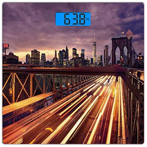 Digitale Präzisionswaage für das Körpergewicht Platz Stadt Ultra dünne ausgeglichenes Glas-Badezimmerwaage-genaue Gewichts-Maße,Brooklyn-Brücke am Nachtautoverkehr in Transport New Yorks Vereinigte St