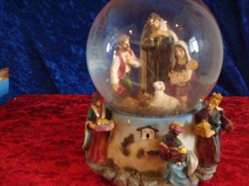 Snow globe avec boîte à musique, hauteur 15cm