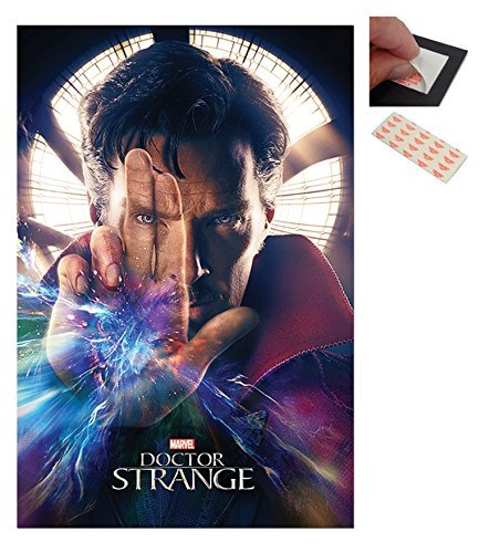 Confezione - 2 Articoli - Doctor Strange Marvel Poster - 91.5 x 61cms (91.4x61cm) e un Set di 4 Cuscinetti Adesivi Riposizionabili Per Facile Fissaggio a Parete