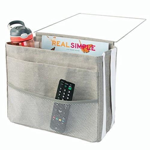 mDesign Bettablage zum Einhängen hellgrau – Hängeaufbewahrung für Mobiltelefon, Fernbedienung, Wasserflasche, Zeitschriften – Bett-Organizer für das Schlafzimmer – 3 Taschen (Liege Bett Box)