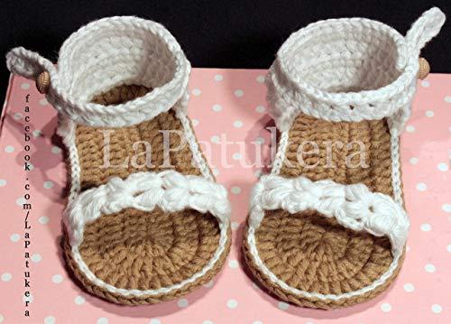 Sandalen Booties Modell Trenzada (geflochtene), Babyschuhe häkeln. Farbe Weiß, aus 100% Baumwolle, 4 Größen 0-12 Monate. handgefertigt in Spanien. Turnschuh gehäkelt gestrickt. Geschenk fürs Baby