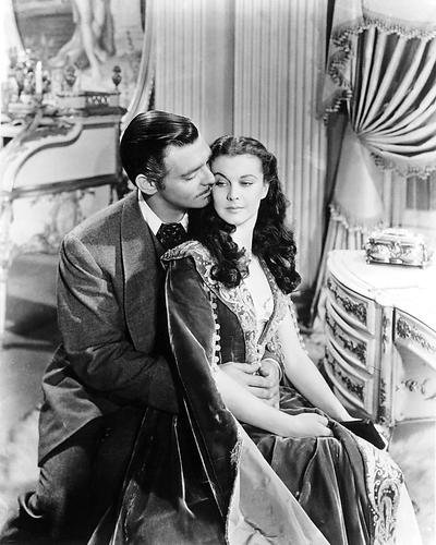 Foto Charleston (Moviestore Clark Gable als Rhett Butler - Visitor from Charleston unt Vivien Leigh als Scarlett in Gone with the Wind 36x28cm Schwarzweiß-Foto)
