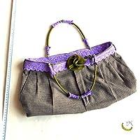 Bolsa con asas rígidas a cuadros, de color marrón, verde y purpura.