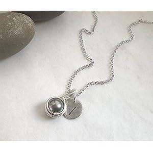 Buchstaben Kette Initiale Muschelkern grau 925 Silber, Halskette Perle dunkelgrau + Scheibe Gravur