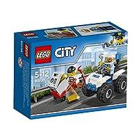 Suona l'allarme Il ladro sta fuggendo con la cassaforte piena d'oro Aiuta l'agente di polizia a inseguirlo a bordo del suo veloce fuoristrada e a rimetterlo dietro le sbarre. C'è sempre tanto da fare per la polizia di LEGO® City
