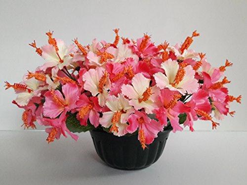 Composition de fleurs artificielles, lesté ciment pour une très bonne tenue à l' extérieur vu son poids et son pot en forme de Charlotte. Réalisé par nos soins, produit apprécié dans nos villes. Les fleurs sont aussi de très bonne qualité. Vous ne serez pas déçus par sa résistance au vent.