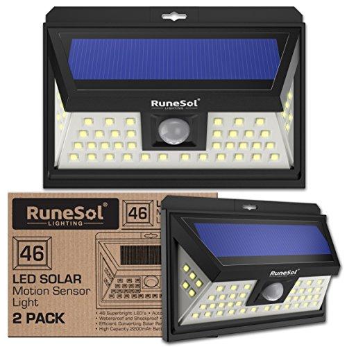 RuneSol® 46 LED (2er Pack) Bewegungsmelder LED Solarlicht | LED-Gartenleuchten - Beleuchten Sie Ihre Terrasse, Ihren Zaun, Ihren Garten, Ihre Einfahrt | Sicherheits-LED-Panel Solarleuchte
