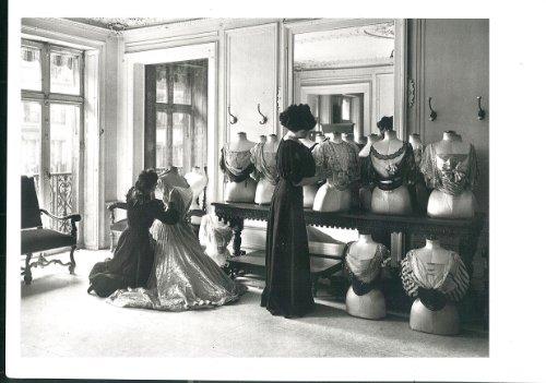 carte-postale-paris-paris-atmosphres-en-noire-et-blancle-drapage-du-corsage-chez-worth-1907-format-1