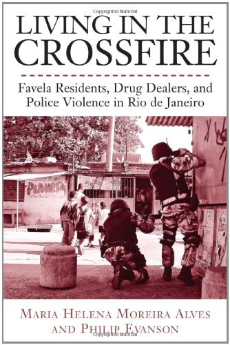 Living in the Crossfire: Favela Residents, Drug Dealers, and Police Violence in Rio de Janeiro (Voices Of Latin American Life) by Maria Alves (2011-03-04) par Maria Alves;Philip Evanson