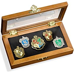 Harry Potter Hogwarts Pin / Badge Collection - Five Pins in Display Case (accesorio de disfraz)