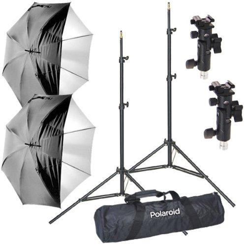 Polaroid Pro Studio Digitaler Blitzschirmhalterungs-Kit, bestehend aus: 2 x 2 x luftgepolsterte, strapazierfähige Lichtständer, 2 x weißer Satininnenschirm mit abnehmbarer schwarzer Abdeckung, 2 x Schirmadapter, 1 x Deluxe Pro Tasche
