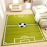 Spiel Teppich Kinderzimmer Fußball Grün Kurzflor Robust Pflegeleicht - VIMODA, Maße:80x150 cm