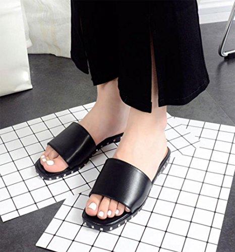 Weibliche Nieten flache Hausschuhe mit flachen Sandalen und Pantoffeln Wort Frau weiblich Black