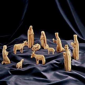 Figuras del belén en Estilo GÓTICO. Altura 13 cm, 11 Figuras. El belén está Hecho de Madera de Olivo y ha Sido Tallado a Mano en Belén.