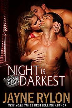 Night is Darkest: An MMF Bisexual Romance (Men in Blue Book 1) (English Edition)