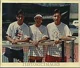Photo de presse de 1991 Lee High School Joueurs de tennis et frères sœurs sur le court...