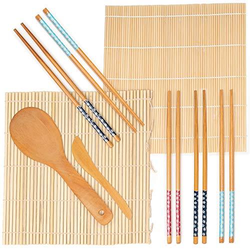 Nuestro set de Sushi contiene 2 tapetes de sushi hechos a mano, 100% de bambú, 5 pares de palillos, 1 esparcidor de arroz y 1 cuchillo para borrar.