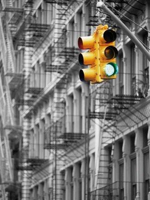 kunstdruck-traffic-light-bw-von-doug-pearson-bildgrosse-60-cm-breite-x-hohe-80-cm