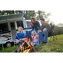 "Alu-Dibond-Bild 30 x 20 cm: ""Camping: Family Having Fun With Marshmallows By The Fire"", Bild auf Alu-Dibond"