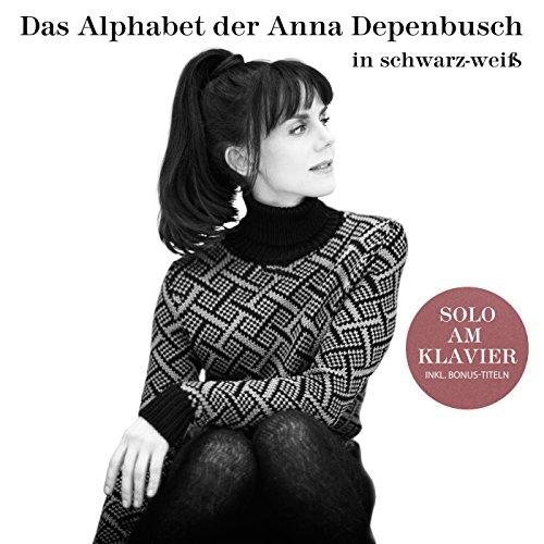 Das Alphabet der Anna Depenbusch in Schwarz-Weiß. Solo am Klavier