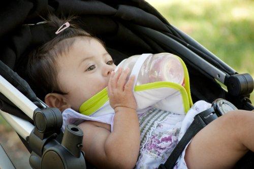 freehand-bib-baby-bottle-holder-hands-free-baby-feeding-british-invented-polka-dot-pink