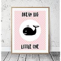 Kinderposter Kinderzimmerbild DREAM BIG LITTLE ONE mit Wal Rosa - für Mädchen - Geschenkidee zur Geburt, Taufe, Geburtstag, Kinderzimmer Wandbild, Sprücheposter, skandinavischer Stil - ungerahmt