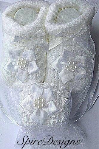 Häkeln Booties Newborn (Baby Mädchen Fancy weiß Blume Taufe Socken Beute und Häkeln Heaband–in Geschenk Bag 0–3Monate)