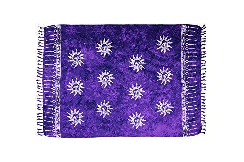 MANUMAR Damen Sarong Blickdicht | Pareo Strandtuch | Leichtes Wickeltuch in lila mit Sonne-Motiv mit Fransen/Quasten | 155x115 cm | Sauna-Handtuch | Haman-Tuch | Bikini | Bali