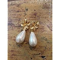regalo di natale orecchini fiori ottone e perle di fiume eleganti
