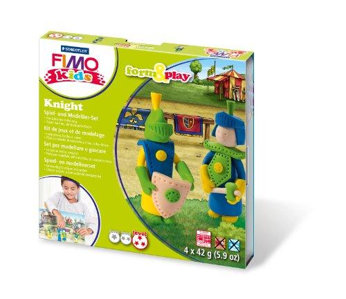 Staedtler 8034 05 LY Fimo kids form&play Set Knight (superweiche, ofenhärtende Knete, kinderleichte Anleitung, wiederverschließbare Box, Set mit 4 Fimo Blöcken, 1 Modellierstab und 1 Spielkulisse)
