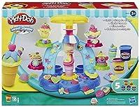 Fai girare e raccogli con il cucchiaio il gelato Play-Doh per creare gelati alla crema coloratissimi e un po' bizzarri, banana split pazzi e tutte le altre dolci creazioni che la fantasia ti ispira E non dimenticarti di aggiungere un tocco go...
