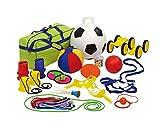 Betzold 53895 - Outdoor-Spiele-Set 24 teilig, inkl. Aufbewahrungstasche – Straßenmalkreide Softfußball Springseil Spiele Fußball Seilspringen Straßenkreide Schule