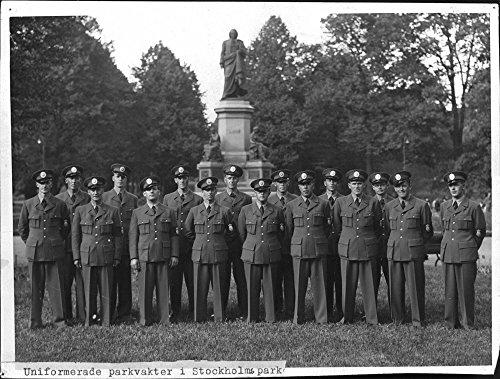 vintage-photo-of-sixteen-uniformed-park-rangers-in-humlegarden
