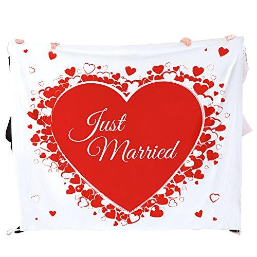 Casa Vivente Hochzeitslaken zum Ausschneiden - Herzmotiv - Just Married - Set mit Bettlaken und Zwei Scheren - Deko Hochzeit - Hochzeitsspiele - Geschenkidee für Paare - Maße: 2 m x 1,80 m