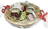 Weihnachts Geschenkkorb - Leckerer Präsentkorb zu Weihnachten inkl. Bastkorb mit Heu, Weihnachtsfruchtaufstrich, Weihnachtslikör, Glühweinfruchtaufstrich, Deutscher Waldhonig