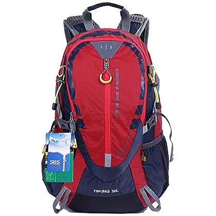 Sal preparado para el ataque alpino con una mochila versátil y práctica.