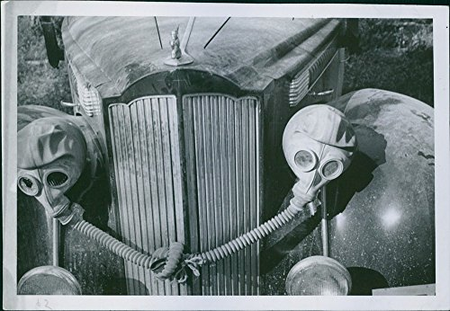 vintage-photo-of-blinding-off-of-the-lights-of-a-finnish-packard-with-soviet-gas-mask