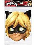 Questa maschera di Chat Noir Miraculous é in licenza ufficiale Ladybug.La maschera é in cartoncino con delle aperture allaltezza degli occhi; si indossa facilmente e si mantiene con un elastico dietro alla testa.Misura circa 25 cm di altezza e 21 c...