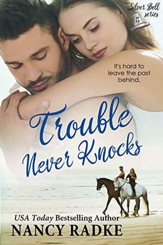 Trouble Never Knocks: A modern Trahern story (Silver Bell Holiday series Book 5) (English Edition) (5. Und Ocean Ranger)