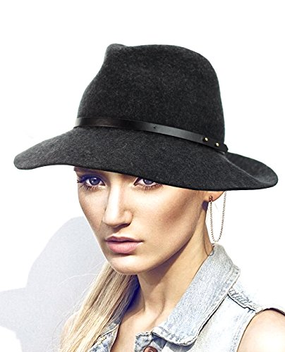 Chapeau Fedora en laine à rebord souple accentué d'une bande à punaises. Produit exclusif à NYfashion101. Charbon