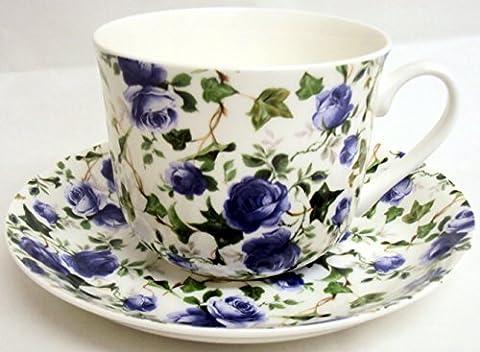 Tasse et soucoupe pour petit déjeuner Porcelaine anglaise Motif roses bleues et lierre Décoré à la main au Royaume-Uni