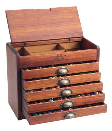 Der exklusive DMC Holzschrank befüllt mit allen 500 Stickgarnen. Das wunderbare Geschenk für Sie selbst oder andere - jetzt noch zum Super-Sparpreis!