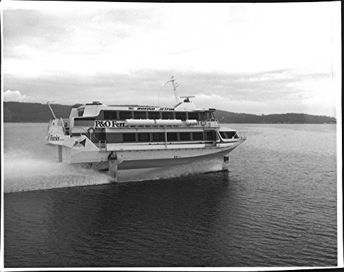 vintage-photo-of-flights-boat-boeing-jetfoil-offshore