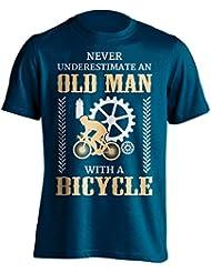 """Funny T-Shirt de cyclisme """"Ne jamais sous-estimer Vélo un Old Man avec un T-shirt de cyclisme–Excellente idée cadeau pour Papa, frère, Oncle ou un ami sur toute occasion. Cadeau d'anniversaire, la fête des pères cadeau et cadeau de Noël..."""