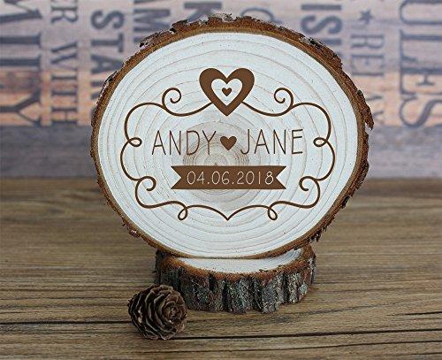 buythrow Rustikal Holz Slice Hochzeit Tortenaufsatz Personalisiert Namen und Datum mit Bordüre Gravur Unique Wedding Geschenke -