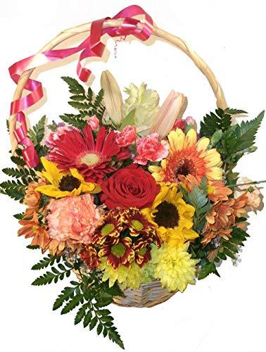 Flores a domicilio variadas en cesta, una composición alegre y hecha con flores de alta calidad. Enviamos flores a domicilio a toda España. Envíos en 24 horas o en fecha señalada que quieras.